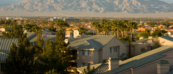 Homes in Las vegas with mountains in background