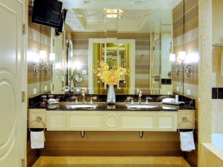 Bathroom in the Prestige Luxury Suite