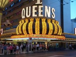 Four Queens Corner Entrance